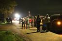 Boeren en buurtgenoten wachtten woensdagavond in Beers op de komst van dierenactivisten.