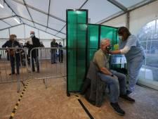 Immunoloog: 'Rek periode tussen twee vaccins AstraZeneca op om vertraging te voorkomen'