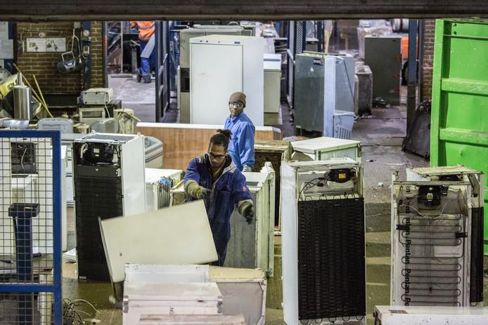 Recycling van apparaten bij Coolrec in Dordrecht.