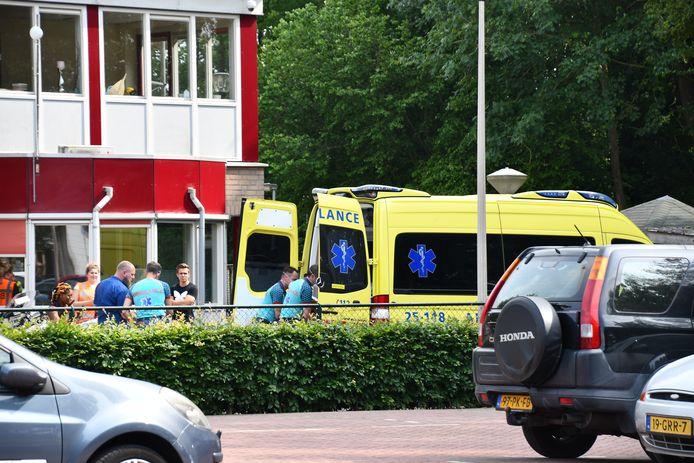 De gewonde werd naar het ziekenhuis vervoerd.