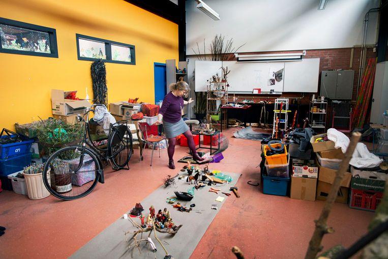 Moniek Westerman in haar atelier. Beeld Werry Crone, Vleuten