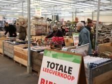 Koopjesjagers slaan toe bij leegverkoop Intratuin Twello: 'Een dubbel gevoel'