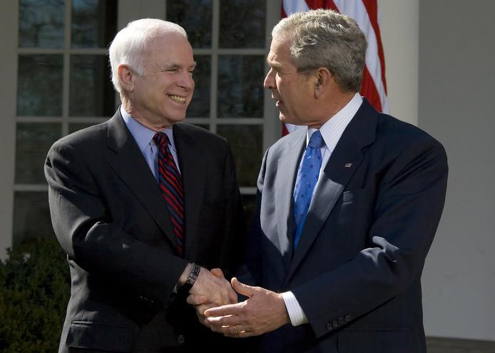 McCain in 2008 als presidentskandidaat samen met toenmalig Amerikaans president George W. Bush.