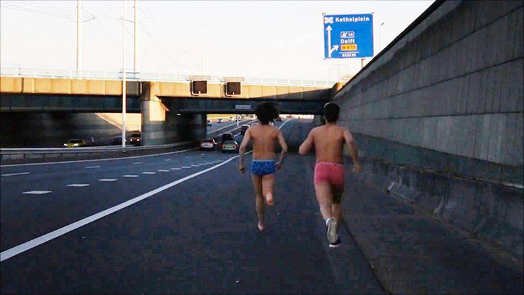 Ook op de snelweg wagen mensen zich aan de challenge Beeld -