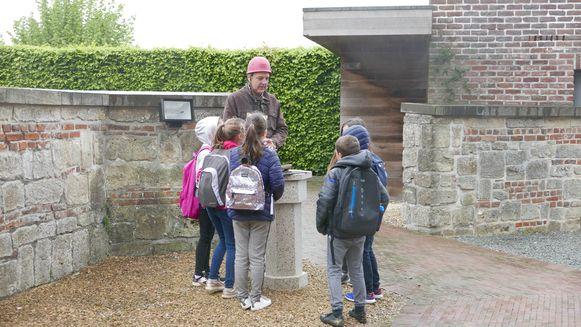 De leerlingen maakten kennis met het erfgoed in hun dorp.