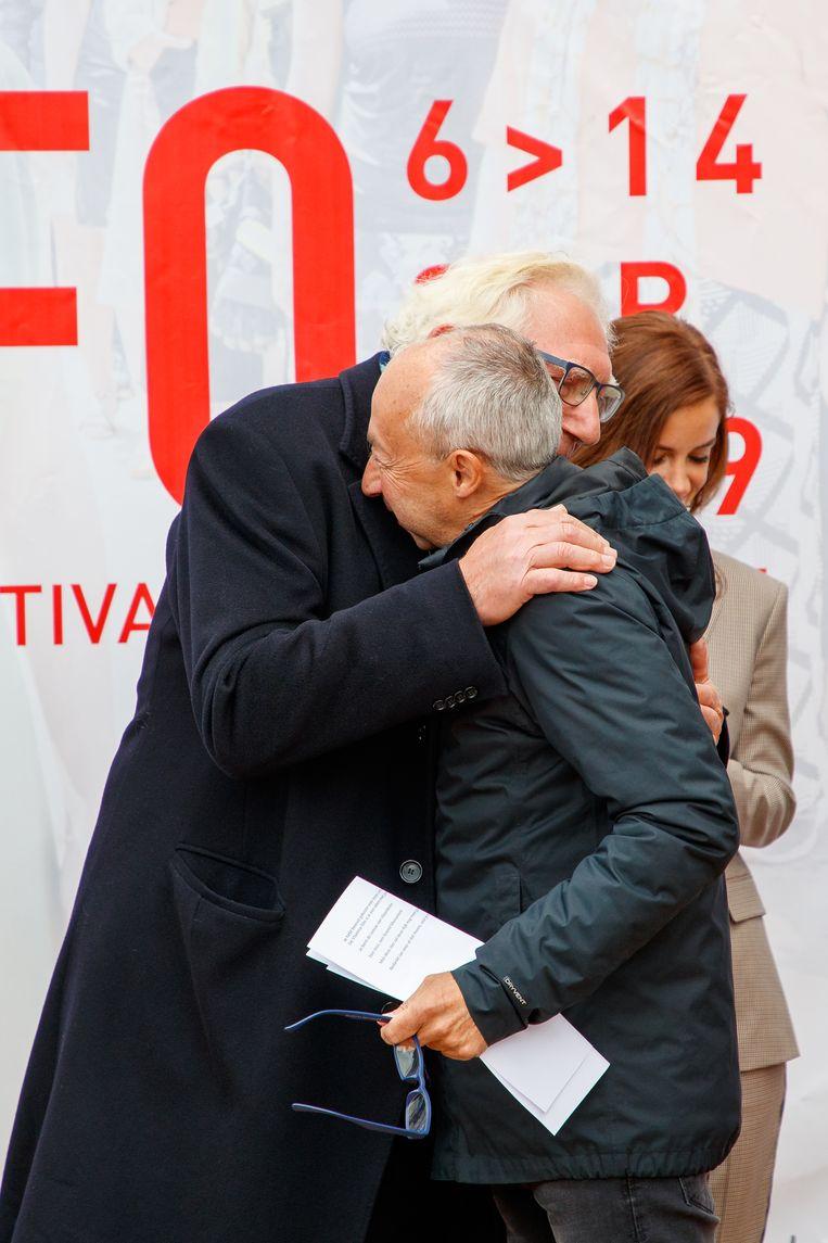 Coninx kreeg een stevige knuffel van acteur Jan Decleir.
