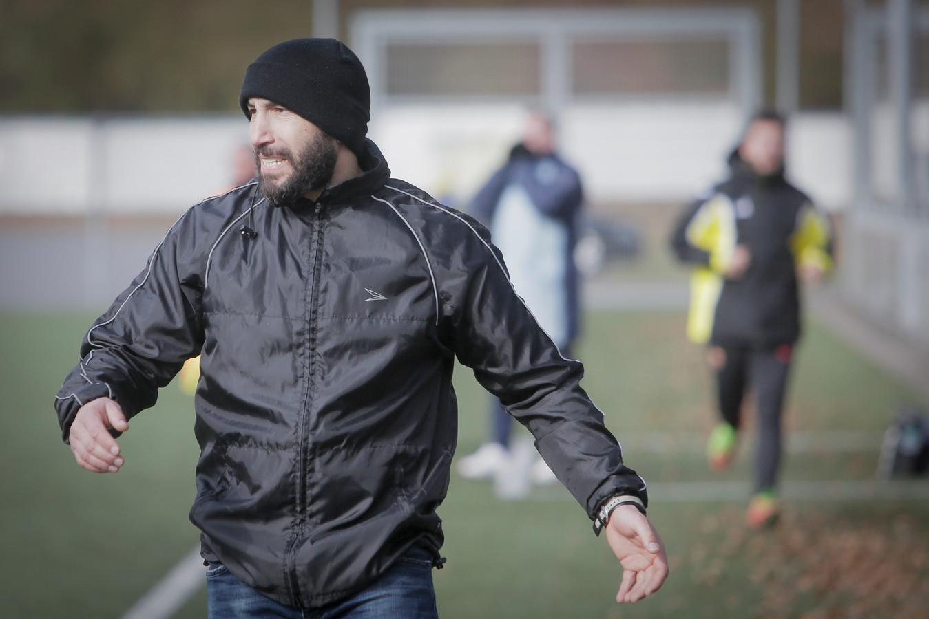 SC Veluwezoom-trainer Mohammed Mouhouti.