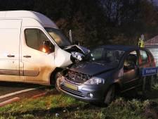 Busje met medicijnen crasht in Emmeloord