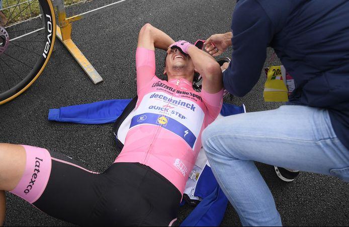 João Almeida is kapot na de etappe van zondag, maar behoudt de roze trui.
