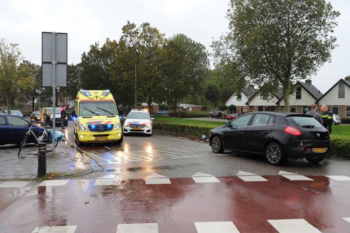 Fietsster gewond in Kampen na aanrijding met auto.