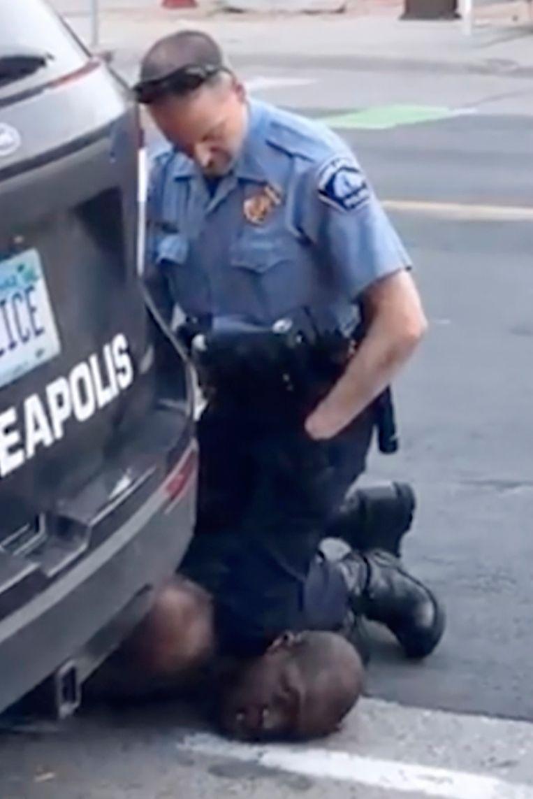 Videostill uit de gefilmde arrestatie van George Floy op 25 mei in Minneapolis. Beeld AP