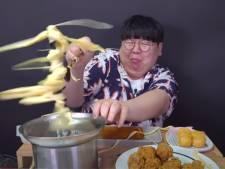 Koreaanse youtuber stopt kaas in chocoladefontein (en dat gaat flink mis)