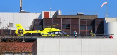 Speciale 'corona-heli' landt bij MST in Enschede