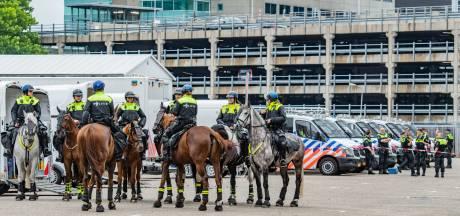 Illegale demonstratie tegen coronanoodwet vindt plaats in Utrechtse woonwijk, lange file naar locatie
