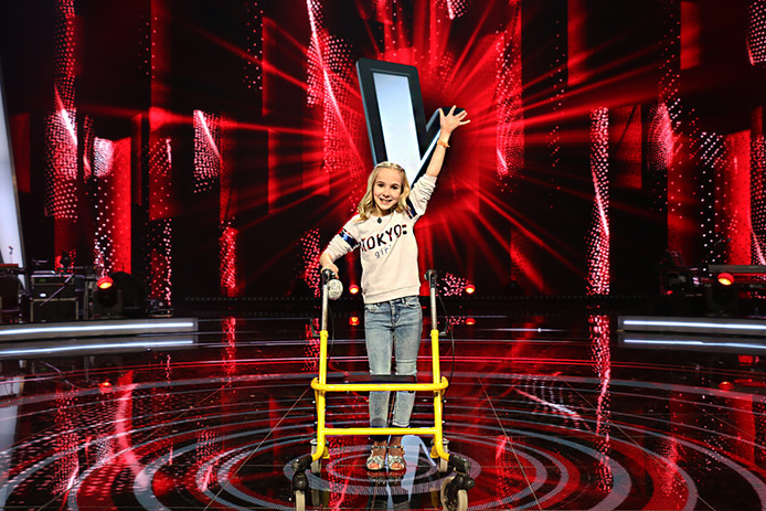Roxanne uit Maasdam die Junior Reporter is van The Voice Kids