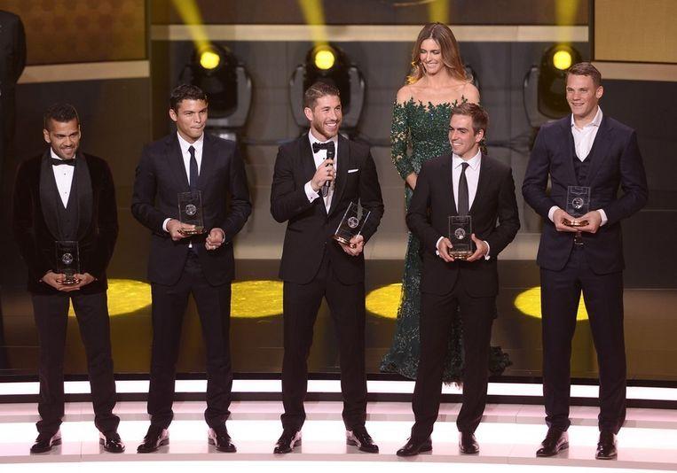 Dani Alves, Paris Saint-Germain's Brazilian defender Thiago Silva, Real Madrid's Spanish defender Sergio Ramos, Bayern Munich's German defender Philipp Lahm and Bayern Munich's German goalkeeper Manuel Neuer Beeld afp