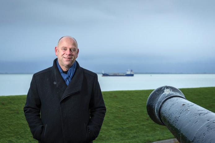 """Gerard van Keken bij Fort Rammekens, zijn favoriete Zeeuwse plek: ,,Zeeuwen vereenzelvigen zich heel sterk met de schoonheid van het landschap."""""""