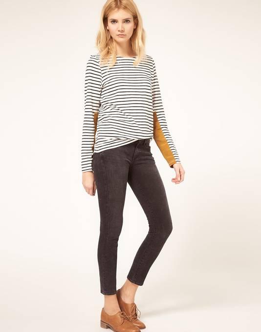Een skinny jeans tot op de enkel, met een los shirt