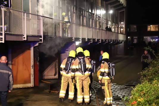 Rond 22.40 werd de brand gemeld in een flat aan de Balladestraat.