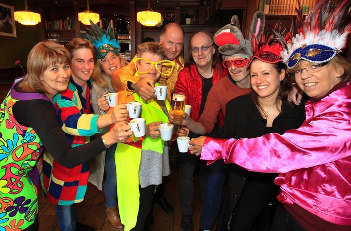 Gezamenlijke kasteleins in Etten-Leur gaan toch weer de FLEUT invoeren , zodat je als carnvalsvierder makkelijk kan betalen voor je biertje Foto : Gerard van Offeren / Pix4Profs