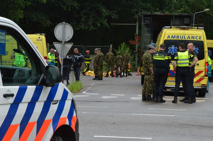 Hulpdiensten bij een militair oefenterrein in Ossendrecht.