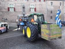 Stunt Agractie voor eerlijke prijs boeren: stickers plakken op producten in supermarkten