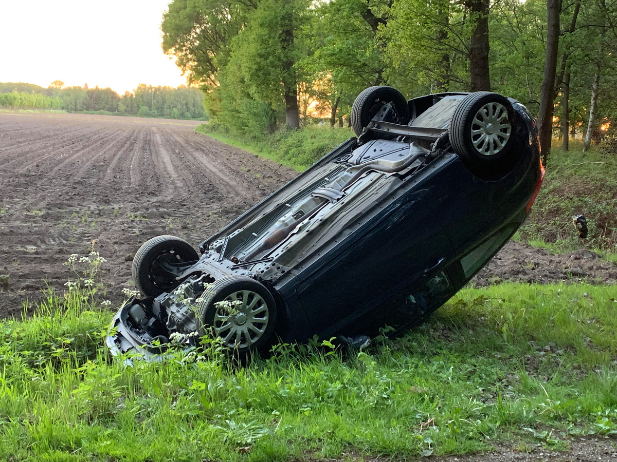 Auto omver gegooid in Boxtel