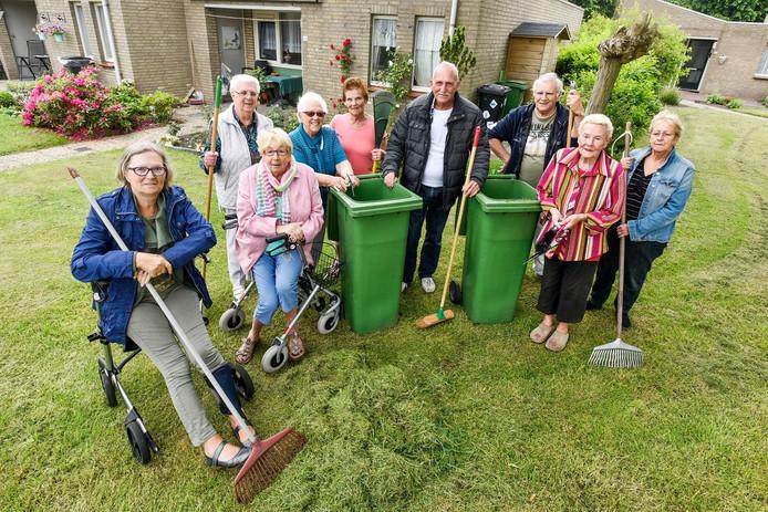 De bewoners van seniorenbuurt Keyserpark in Drunen vinden dat ze te veel zelf moeten doen aan het groenonderhoud rond hun woningen.