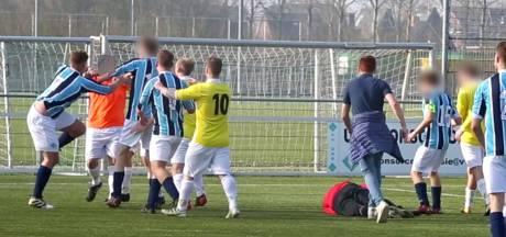 Gevecht bij voetbalclub: 34-jarige man die met vuistslag doelman knock-out slaat aangehouden