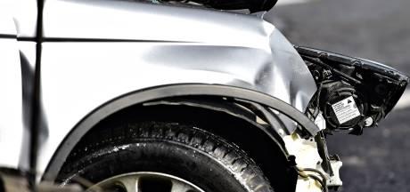 Automobilist rijdt door na aanrijding in Den Bosch en rijdt daarna chauffeur van aangereden auto aan
