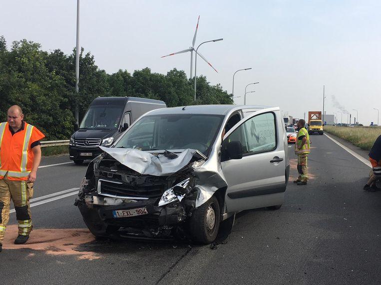 Door het ongeval op de E403 in Rumbeke ontstond er een kilometerslange file.