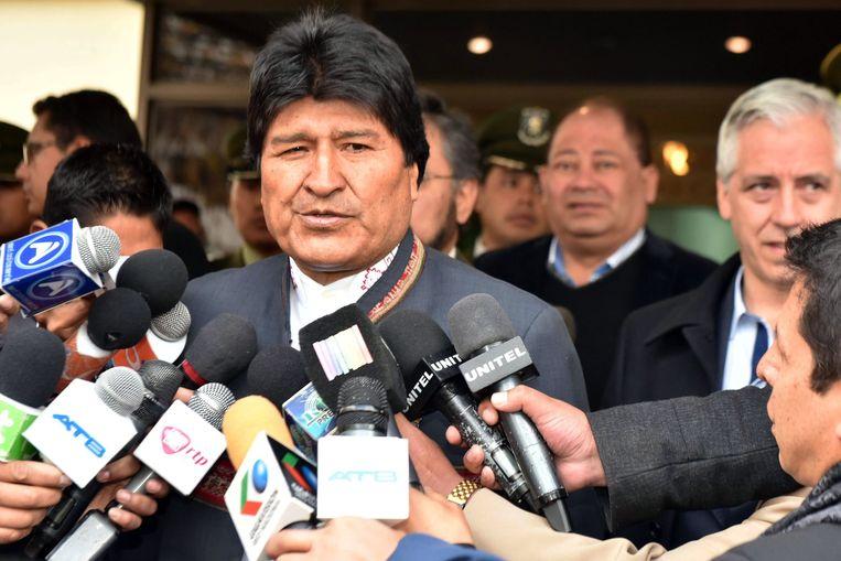 De Boliviaanse president Evo Morales wil 2.735 gevangenen gratie verlenen. Hij heeft daartoe een decreet opgesteld, dat hij gisteren heeft overgemaakt aan het parlement.