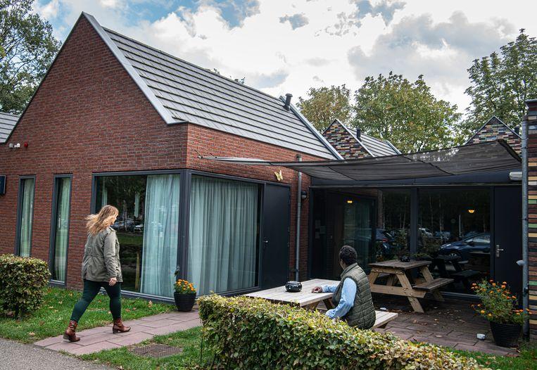 Een van de woningen van tbs-kliniek De Rooyse Wissel waar patiënten zich kunnen voorbereiden op hun terugkeer naar de samenleving.   Beeld Koen Verheijden