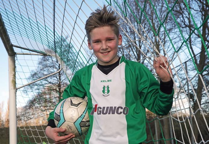 Voetballer Daan van den Bor (12) bij zijn voetbalvereniging OVV.