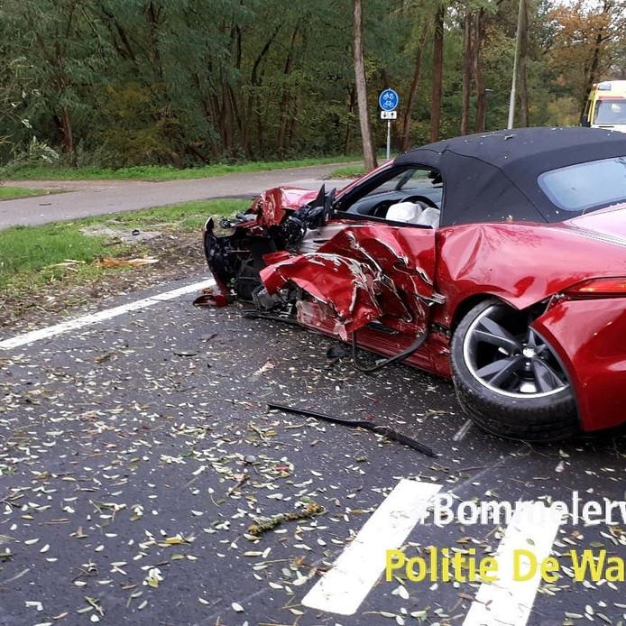 Het ongeluk op Jan Klingenweg in Alem.