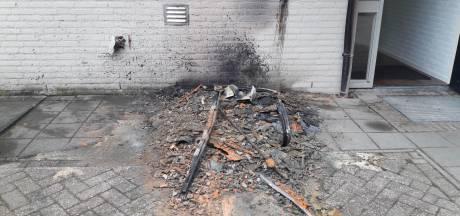 Dixi bij appartementencomplex Groesbeek volledig in as na brandstichting