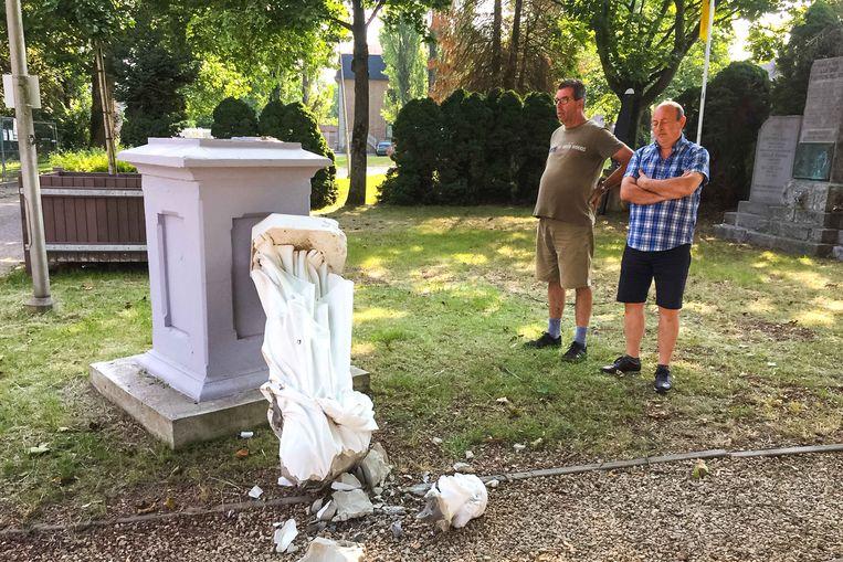 Lambert Vanspauwen en Jean-Pierre Withofs, die ooit de beelden in het erepark in Munsterbilzen hebben opgefrist, begrijpen niet dat vandalen zo'n vernielzucht aan de dag legden.
