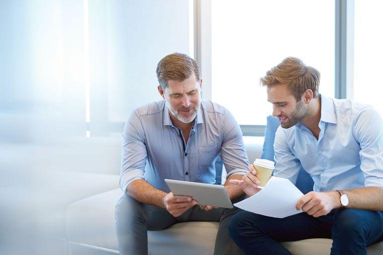 De meeste werknemers (90%) met een jongere leidinggevende vinden het absoluut niet raar om verantwoording af te leggen aan iemand met minder jaren op de teller.