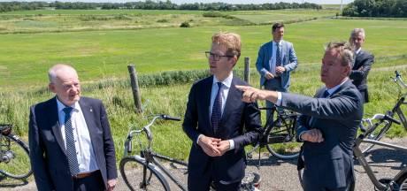 Gemist? Minister Dekker fietst langs 'zijn' Law Delta  | België gooit grenzen niet meer op slot bij eventuele nieuwe corona-uitbraak