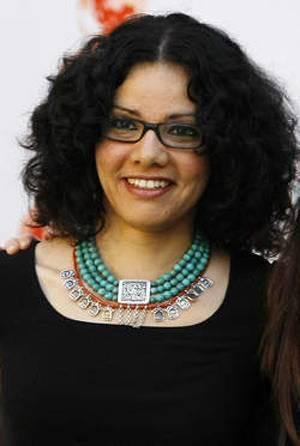 Mona Eltahawy brak haar linkerarm en rechterhand bij de aanval. 'Ik kon gewoon niet meer tellen hoeveel handen probeerden in mijn broek te komen', schreef zij.