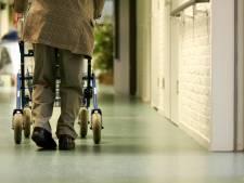 Verpleeghuisbewoner mag sneller meerdere bezoekers ontvangen