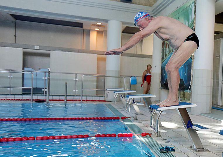 De startblokken werden getest door enkele zwemmers.