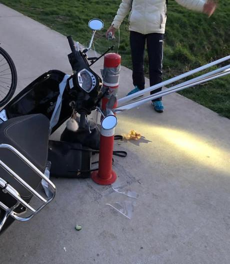 Marijn gaat onderuit met haar scooter door tape over de weg: 'Misselijkmakende grap'
