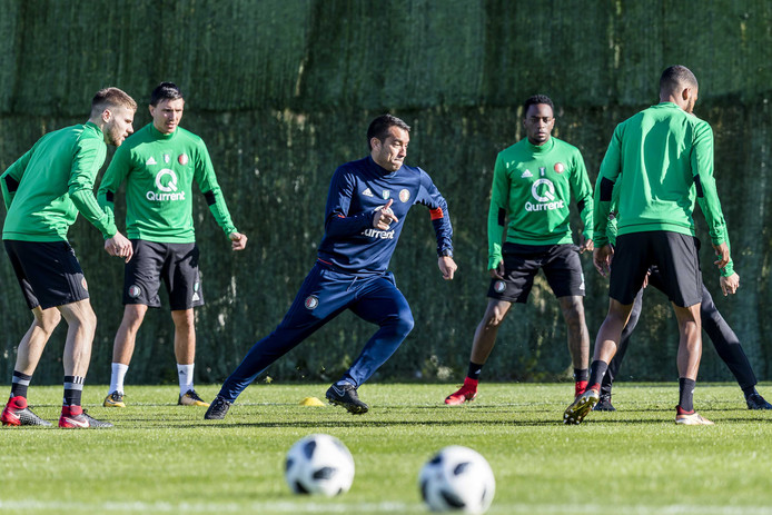 Feyenoord-trainer Giovanni van Bronckhorst tijdens het trainingskamp van de Rotterdamse voetbalclub in Spanje.