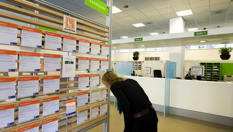 Vacatures bij een vestiging van het UWV Werkbedrijf in Amsterdam. Er komt een golf van werklozen op de arbeidsbemiddelaars af. Maar voor re-integratie is straks minder geld. Foto ANP Beeld