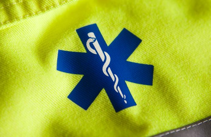 2009-09-10 00:00:00 HOOGEVEEN - (Illustratie) Ambulance met ambulancepersoneel van UMCG. ANP XTRA KOEN SUYK