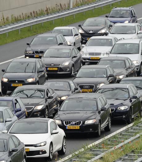 File op A12 bij Arnhem door ongeluk, weg weer   vrij