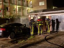 Auto gaan in vlammen op voor garagebox in Roosendaal