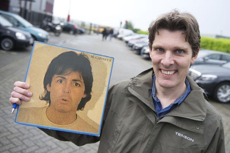 Fans van Paul McCartney stonden op het vliegveld van Aken om op de ex-Beatle te wachten. Beeld Anp