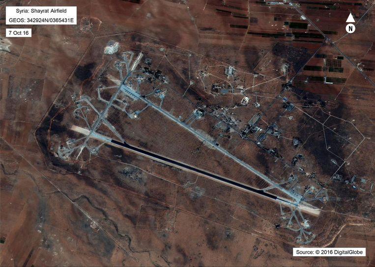 Satellietfoto van de Shayrat legerbasis in Syrië Beeld ap